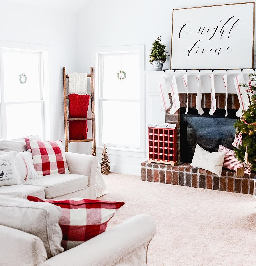 Modern Farmhouse Christmas Living Room @oldsaltfarm