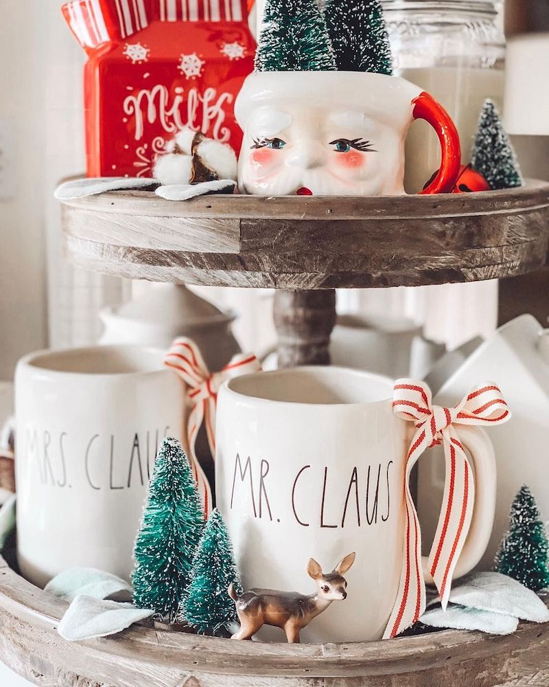 Mr and Mrs Claus Cups on a Tiered Tray via @lovebeautyfarm #HotCocoaBar
