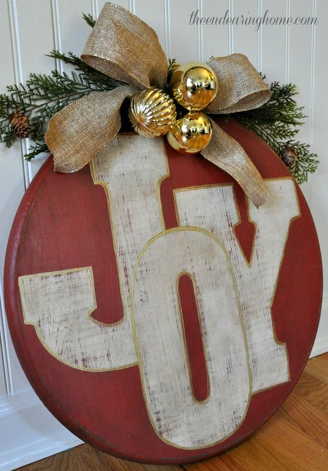Oversized Wood Holiday Ornament via theendearinghome #Christmas #ChristmasDecor #ChristmasDIY #DIYDecor