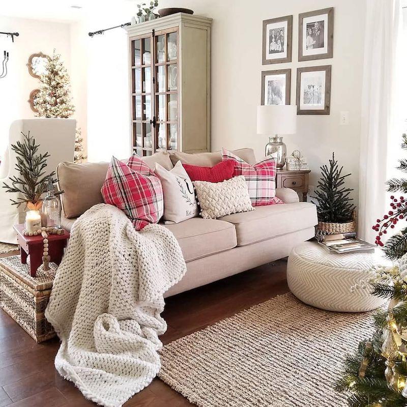 Plaid Pillow Christmas Decor via @blessedmilhouse