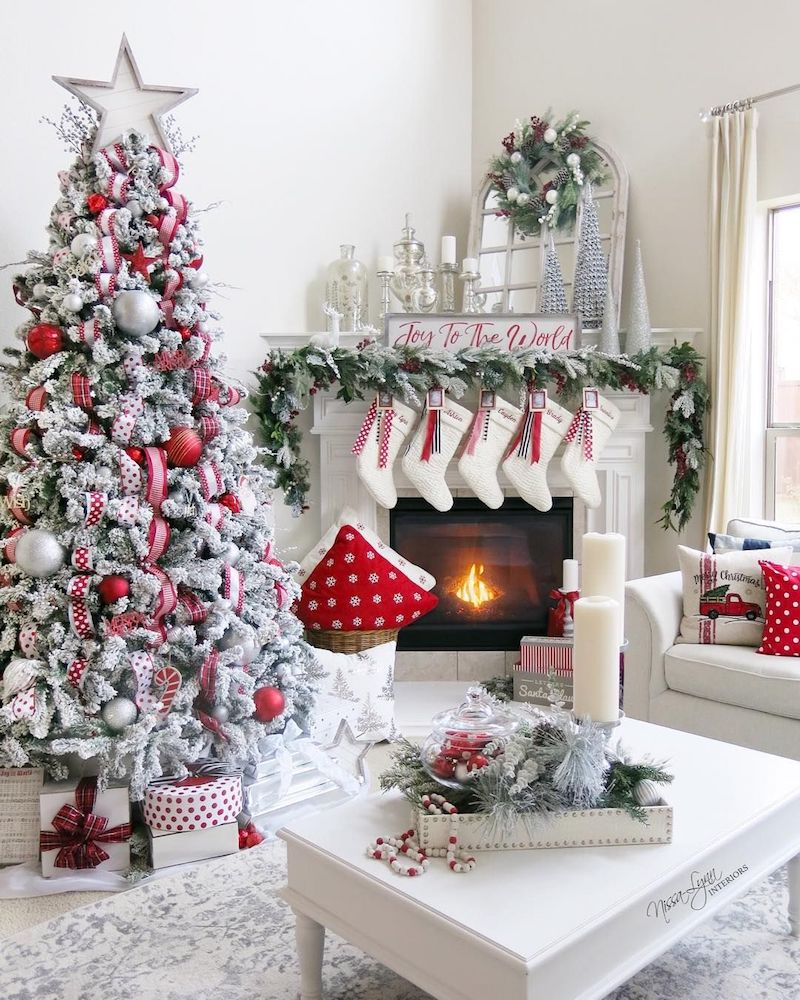 Red Room Ideas: 19 Festive Christmas Living Room Decor Ideas