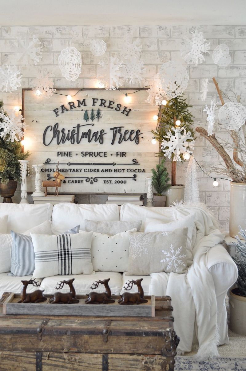 Rustic Farmhouse Christmas Living Room via MyVintagePorch