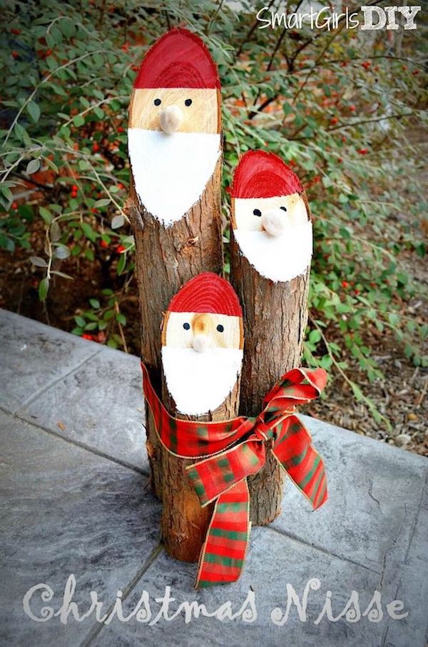 Santa Log DIY via smartgirlsdiy #Christmas #ChristmasDecor #ChristmasDIY #DIYDecor