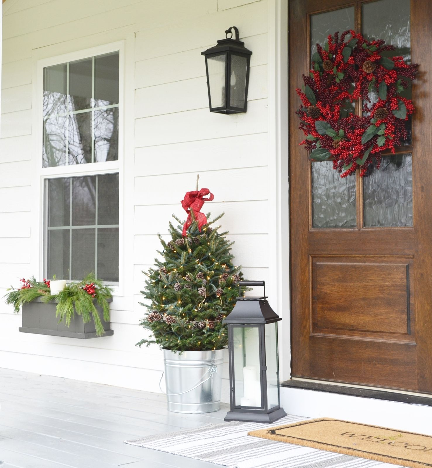 Simple Farmhouse Christmas Porch via BeneathMyHeart