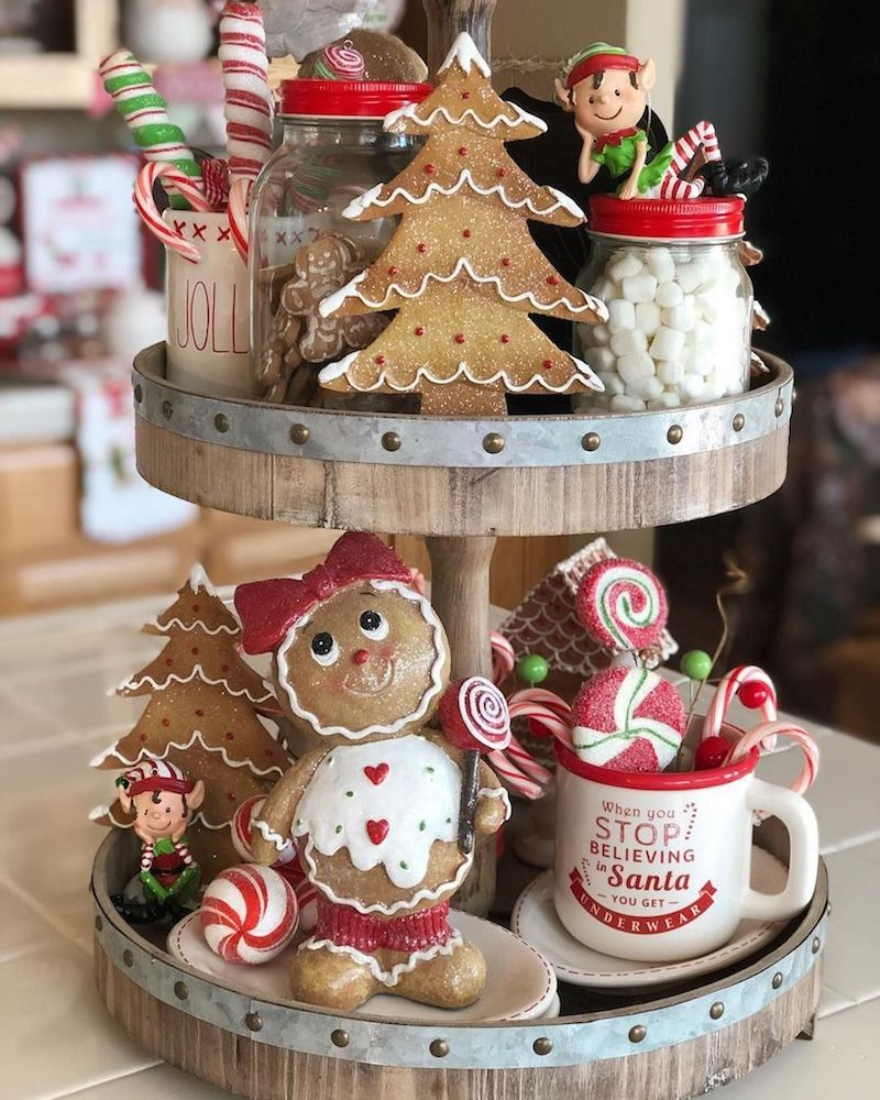 Tiered Tray with Gingerbread Cookies and Sweets - Kitchen Christmas Decor via @cupcakecountrygirl