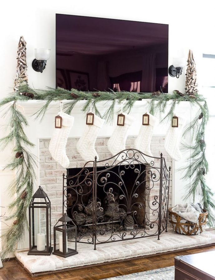 23 Christmas Mantel Decor Ideas