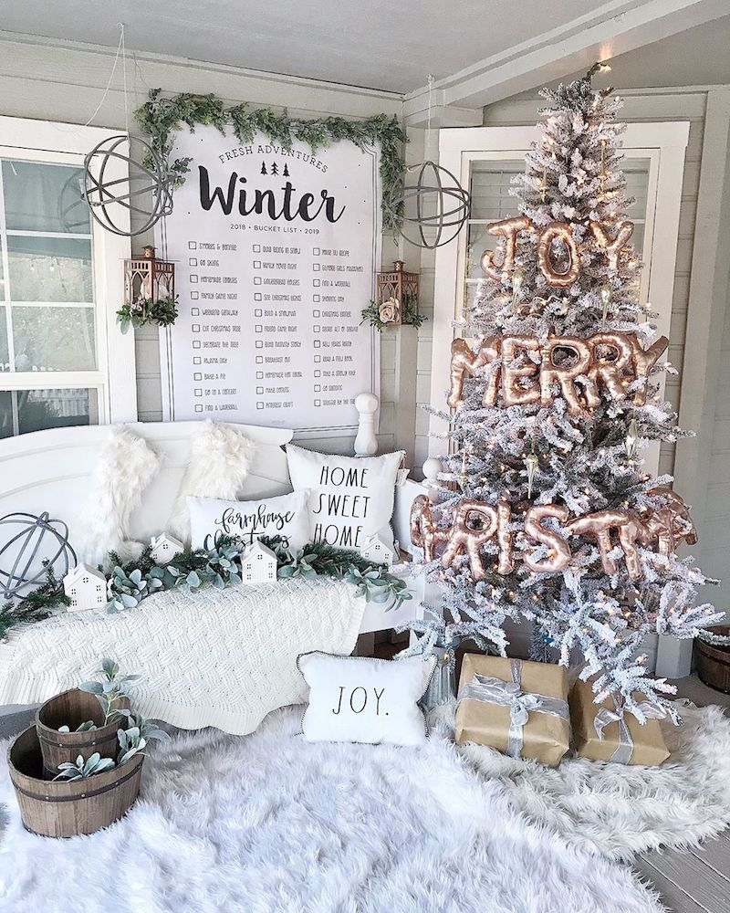 Wintry Christmas Living Room Decor via @beautifulinspireco