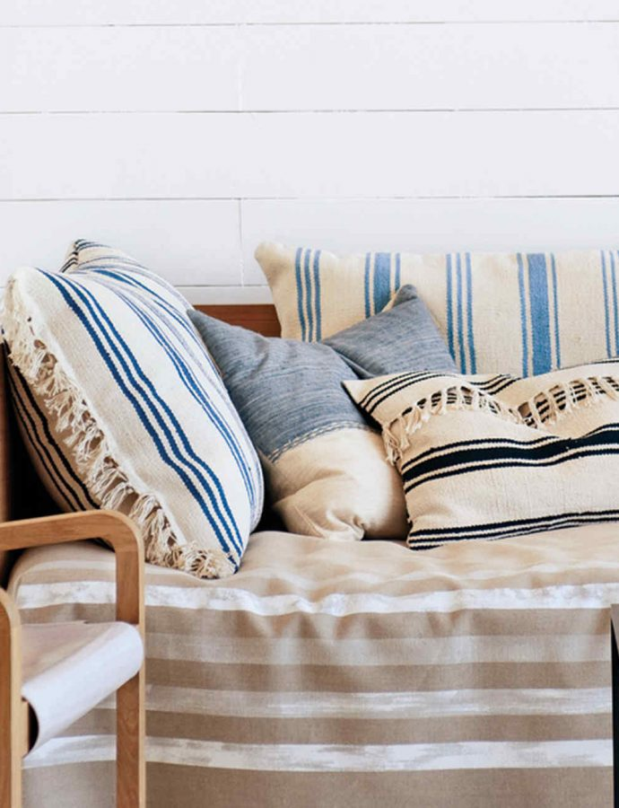 How to Select & Arrange Throw Pillows