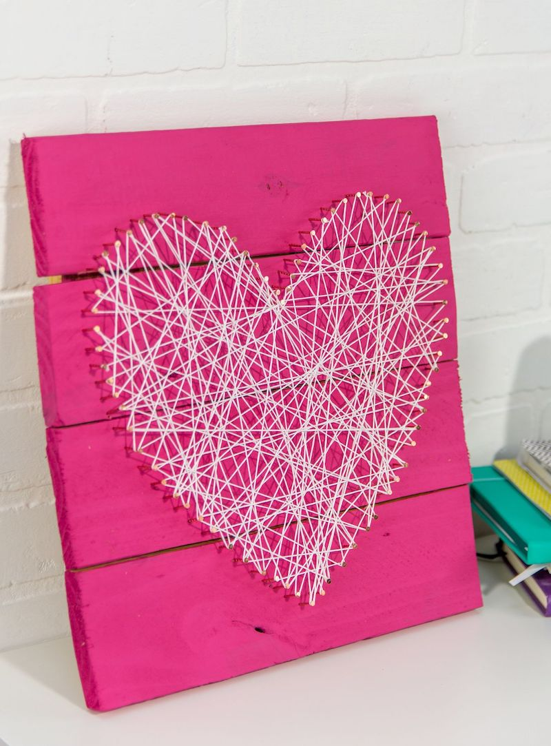 DIY Valentine's Day pallet string art via alittlecraftinyourday
