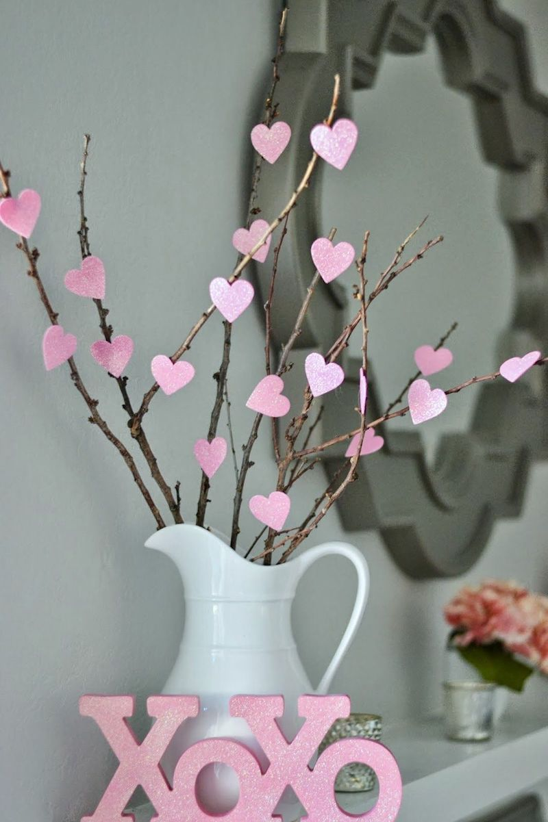 DIY Valentine's Day Heart Tree via moneyhipmamas