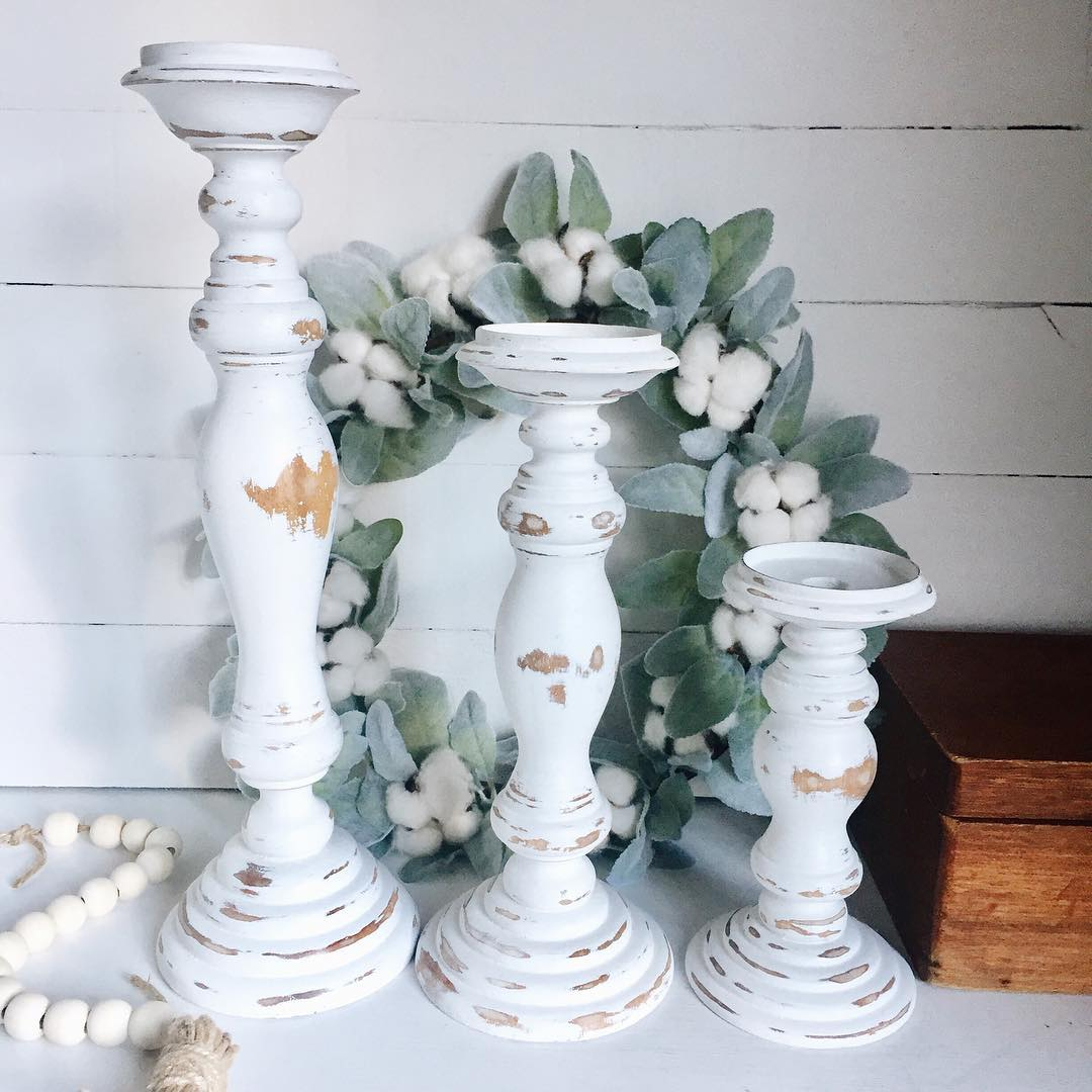 Distressed farmhouse candlestick holders decor ideas