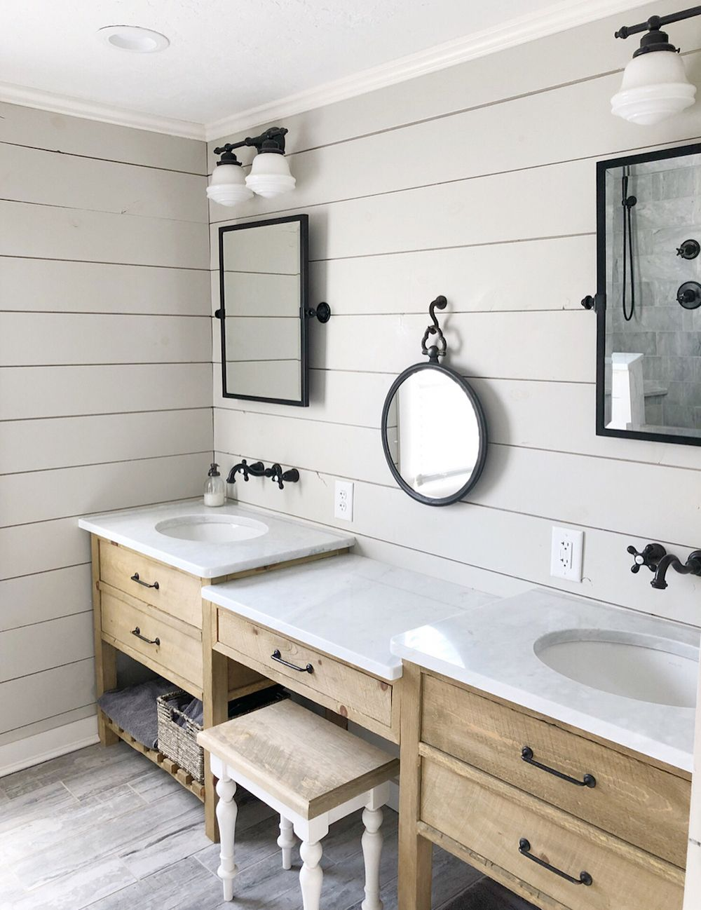Farmhouse style Shiplap Bathroom Wall via @country_dog_homes