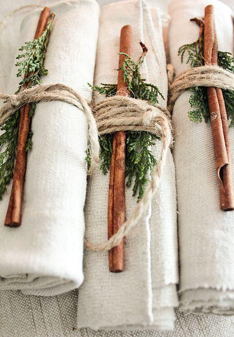 Napkin rolls with cinnamon via vintage-house