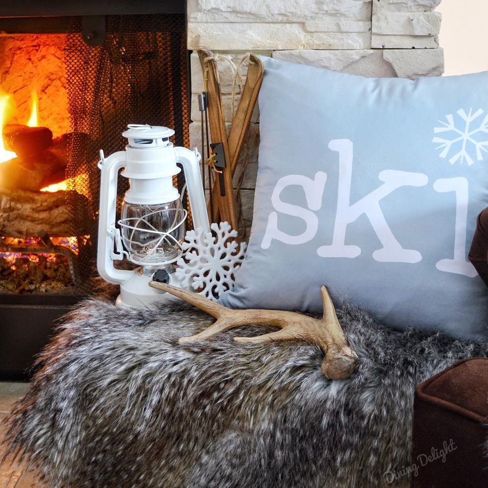 Rustic Ski Lodge Winter Decor via @dining_delight