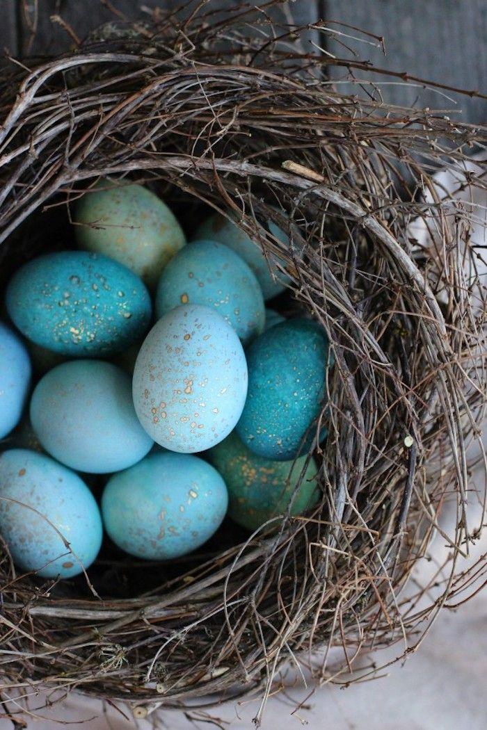 DIY Turquoise Robin Eggs via Honestly Yum – 21 DIY Easter Decor Ideas