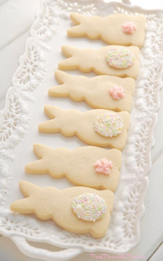 Easter Bunny Shortbread Cookies via pinkpiccadillypastries