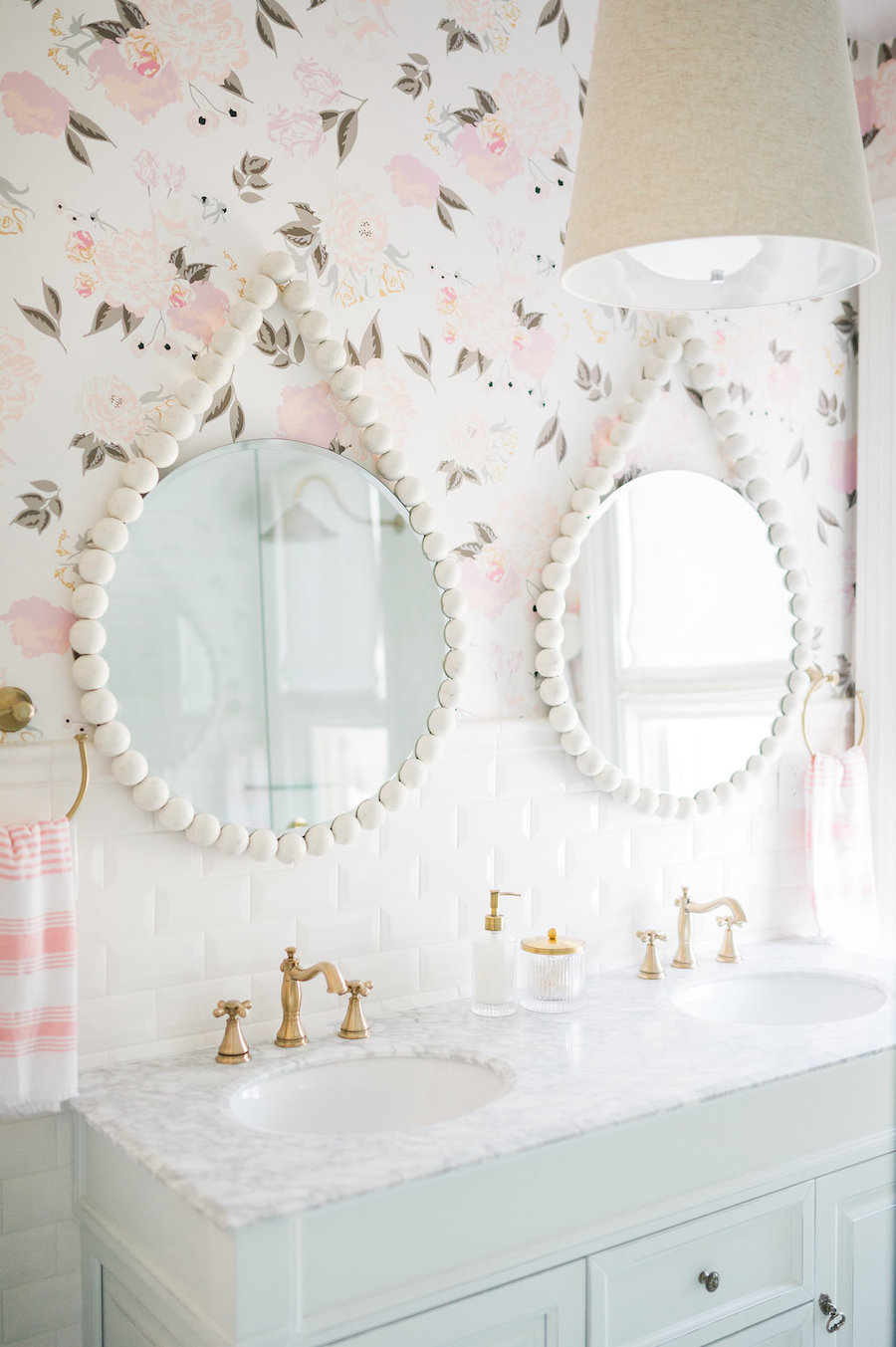 Feminine Bathroom Decor and Design via thelesliestyle
