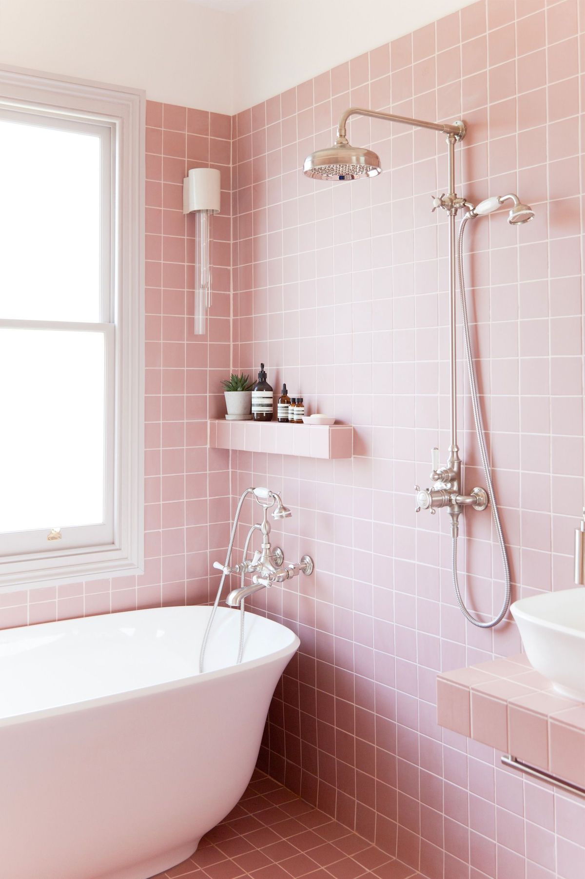 Mid-century modern pink tile bathroom via 2lgstudio
