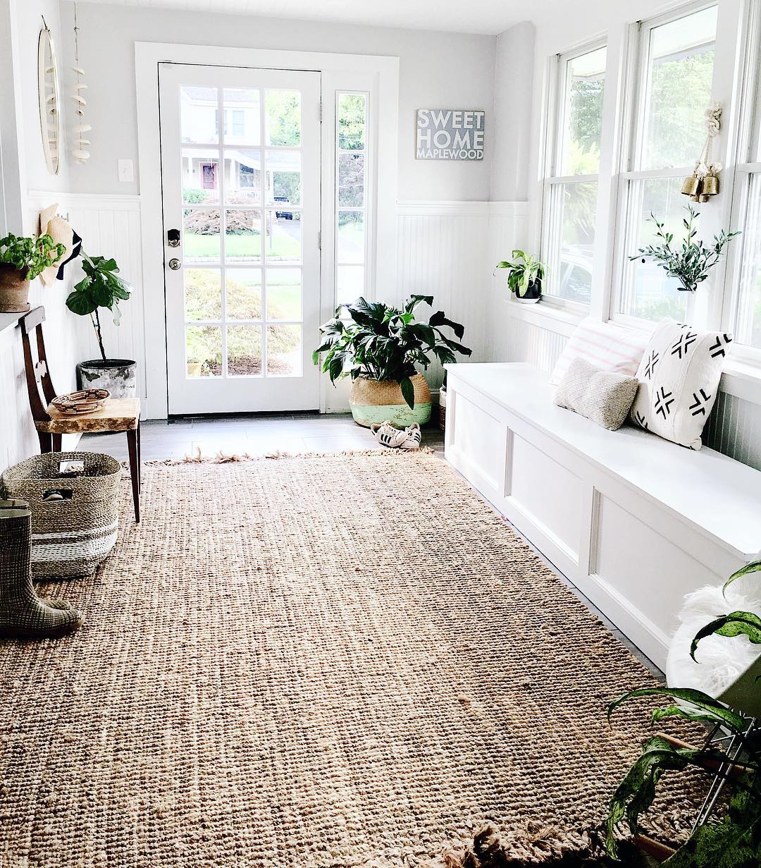 Neutral farmhouse rug in entryway via @houseofsixinteriors