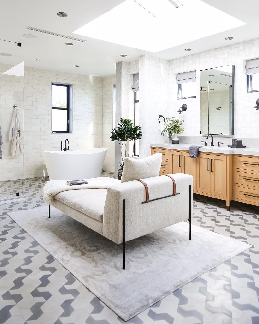 Chaise Lounge in the bathroom @brookewagnerdesign