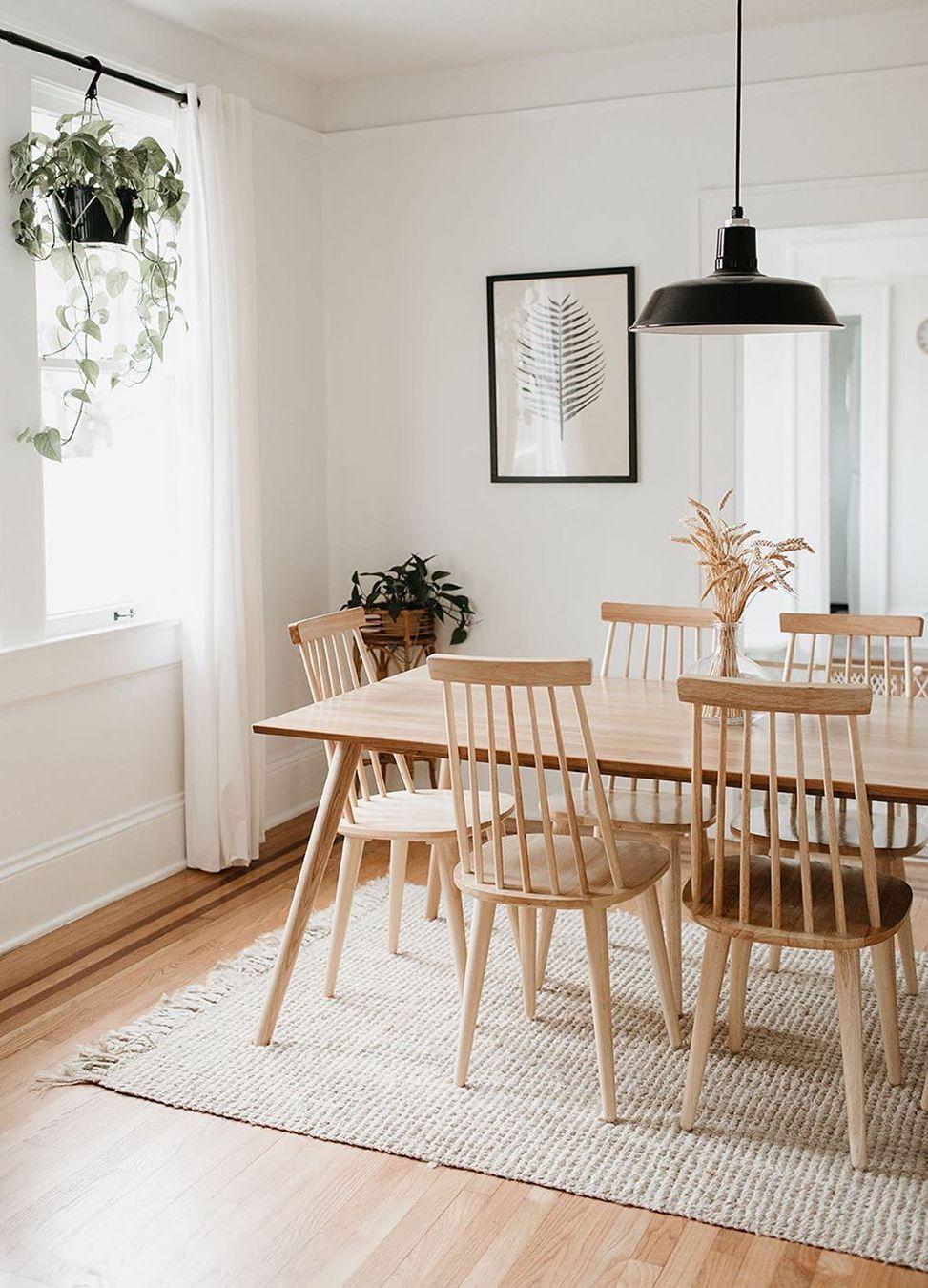 Neutral dining chairs via @carlanatalia