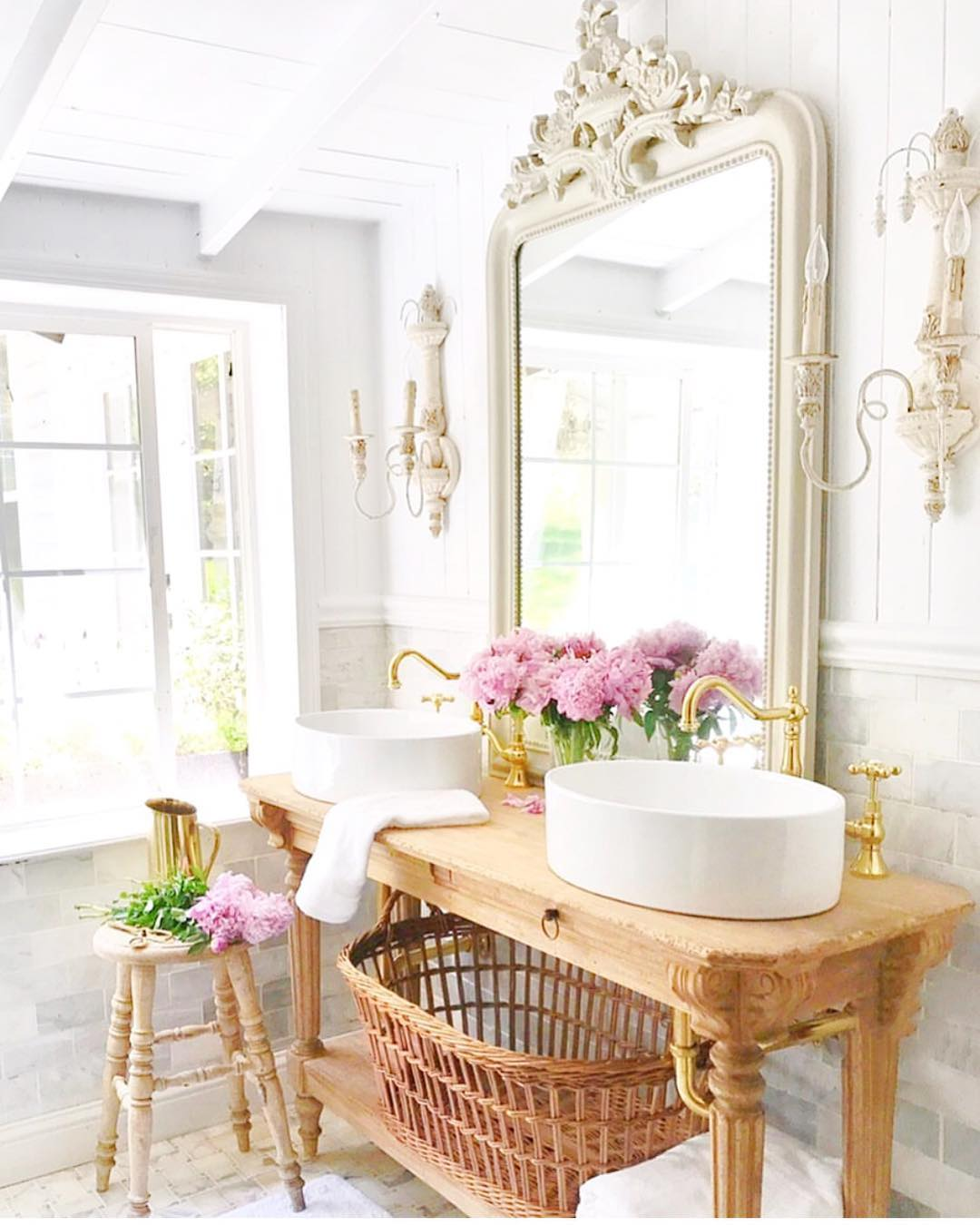 French country bathroom @frenchcountrycottage