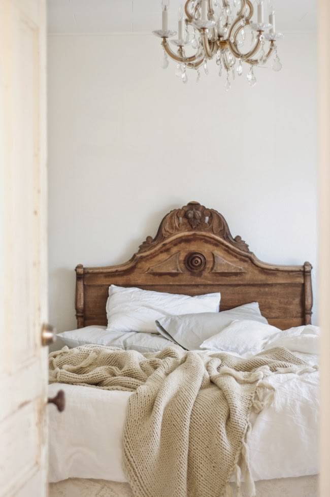 French country bedroom via vintagewhitesblog