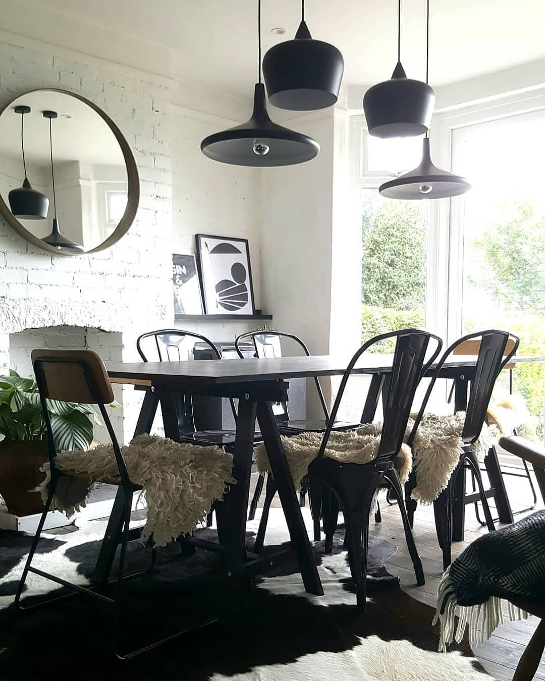 Industrial dining chairs with black pendant lights via @e.t.shown_home