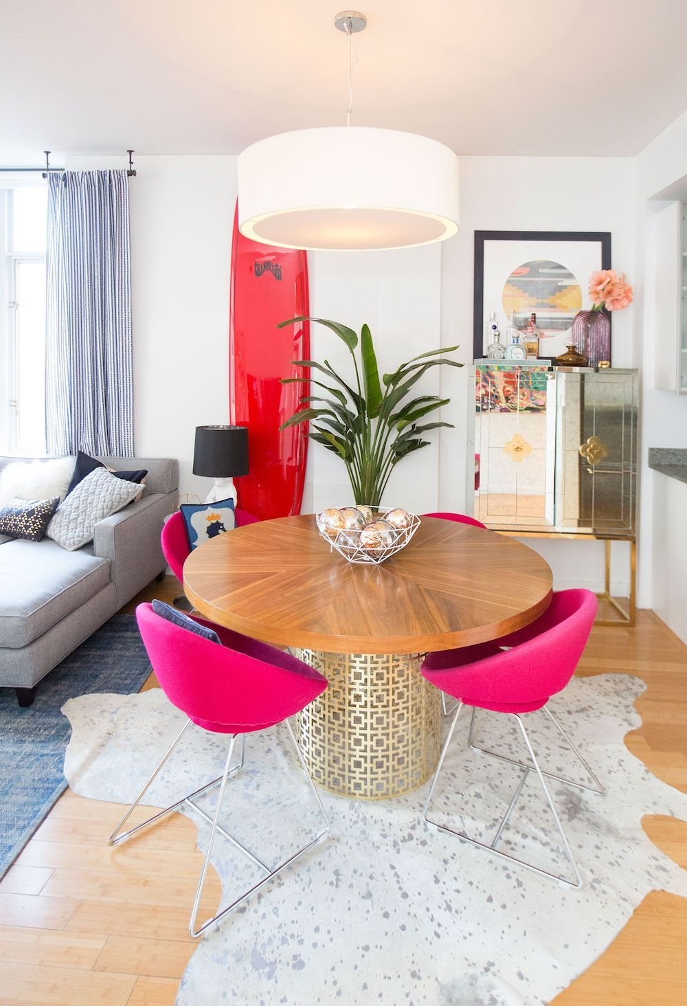 Modern dining room with pink chairs via ruemag