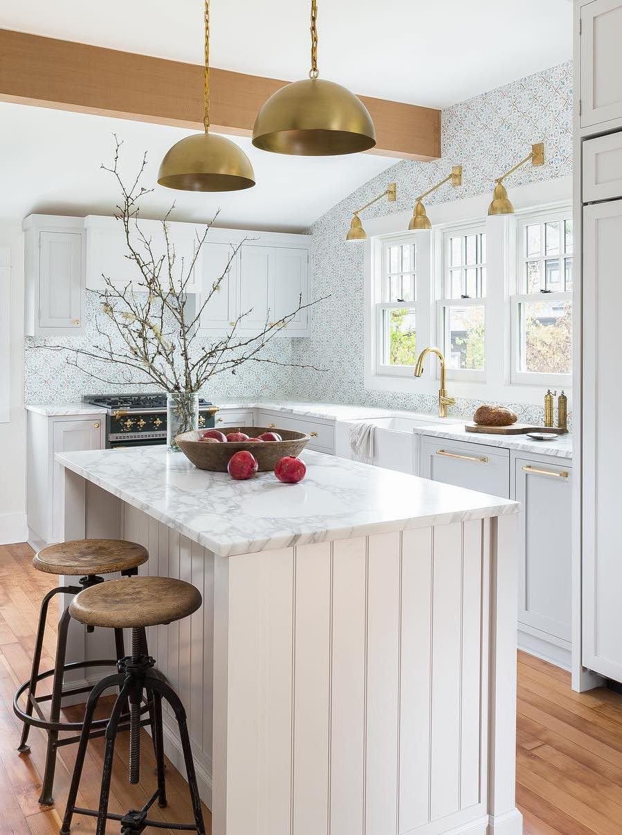 Pendant Lighting in the Kitchen via @amberinteriors