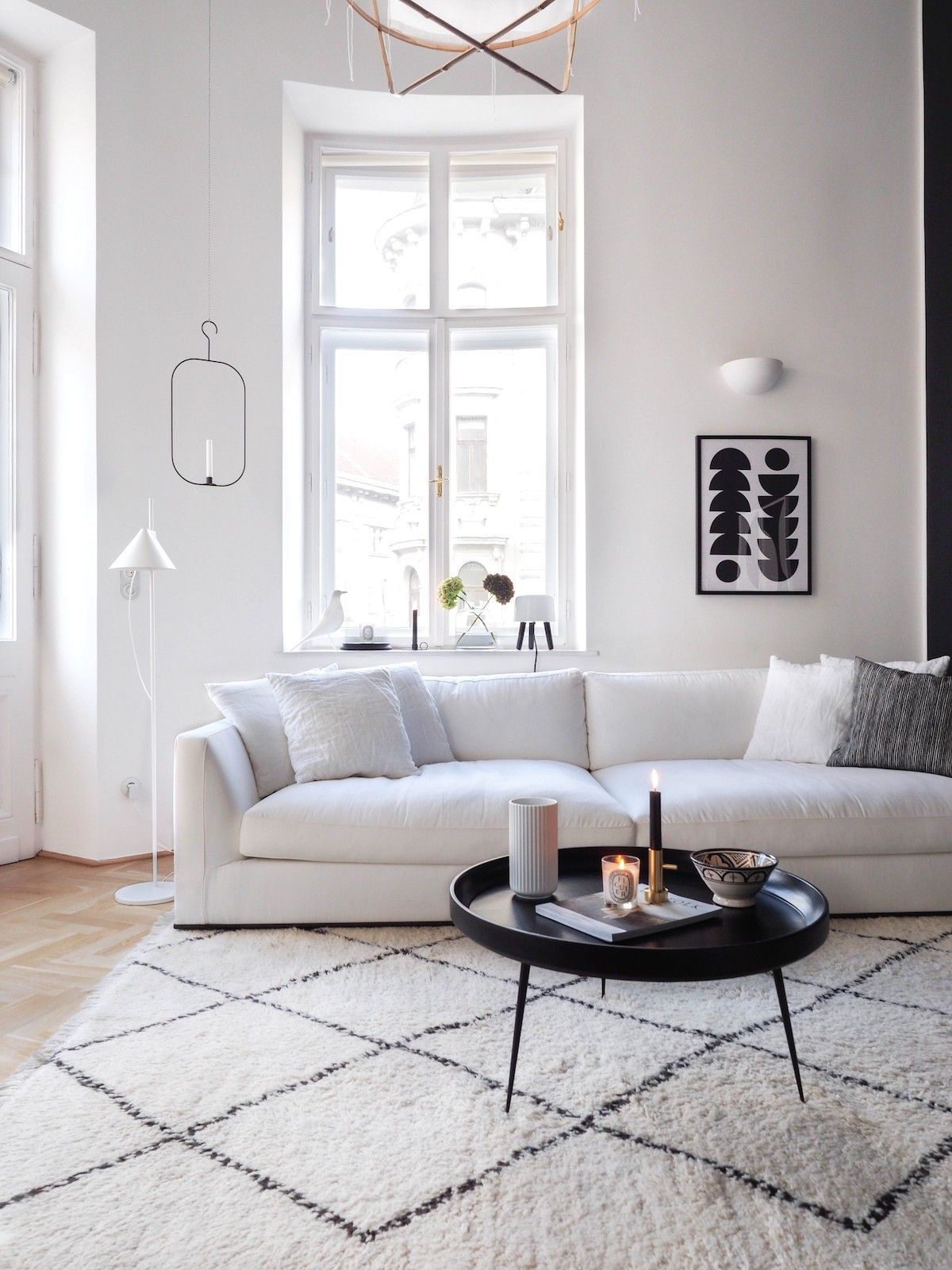 Scandinavian Rug under white sofa and black coffee table via traumzuhause