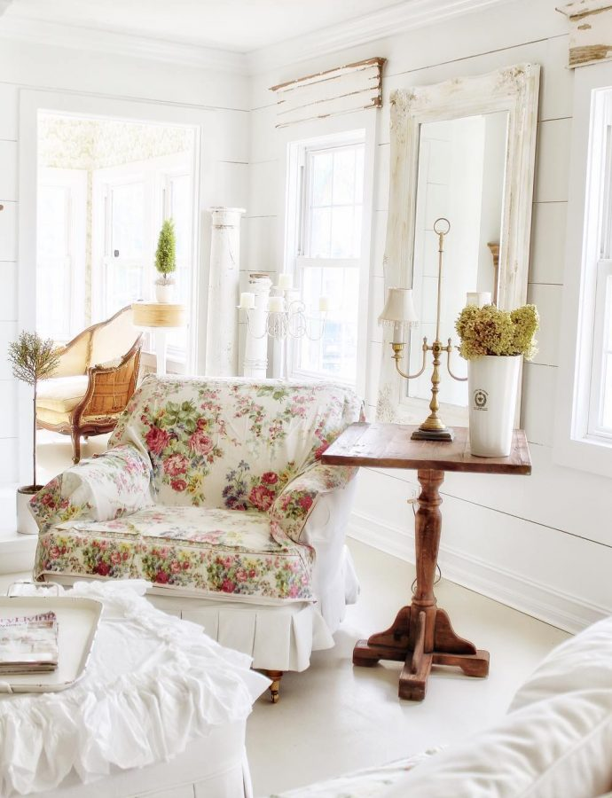 25 Charming French Country Side Tables