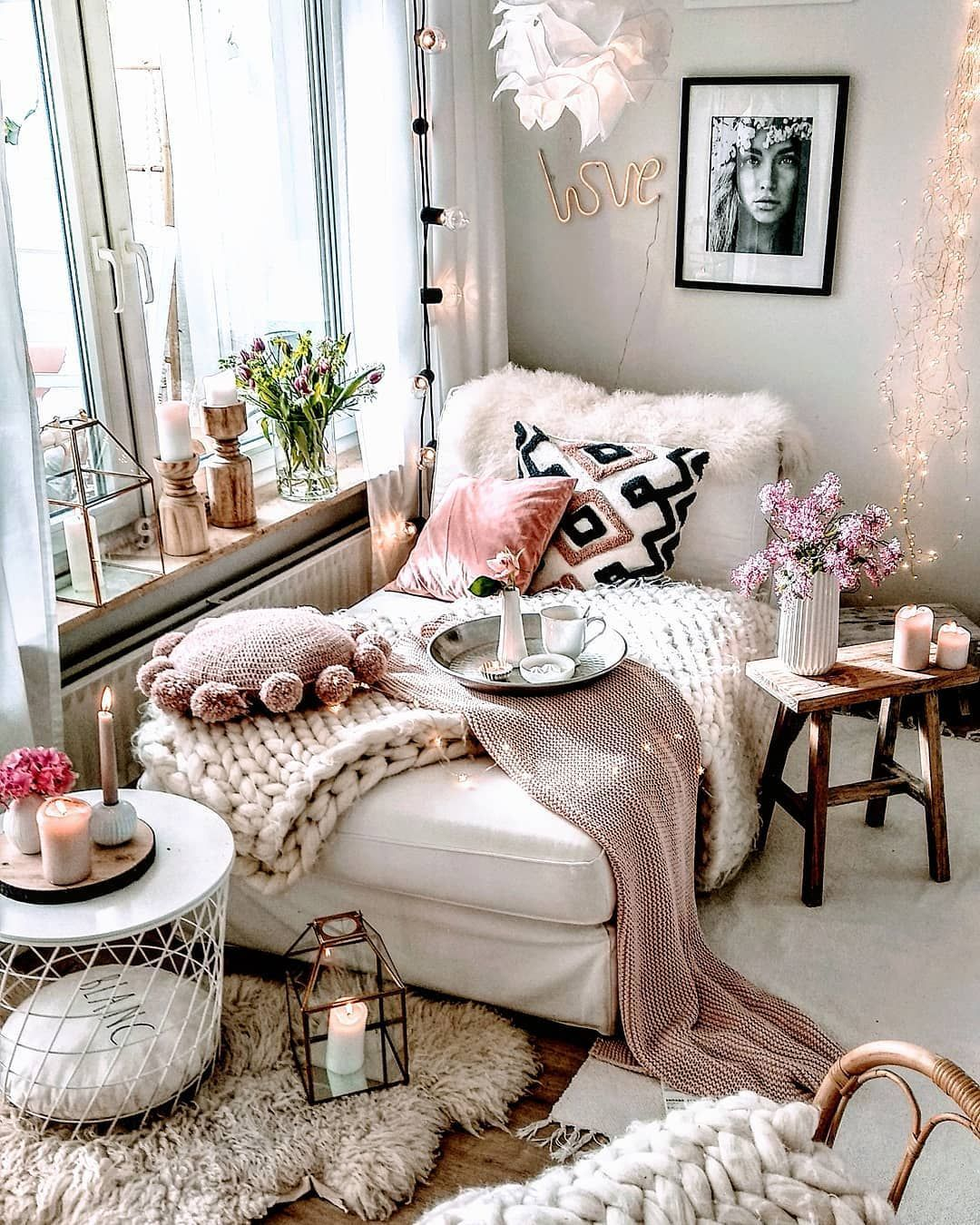 Bohemian Chaise Lounge Decor via @herzenstimme