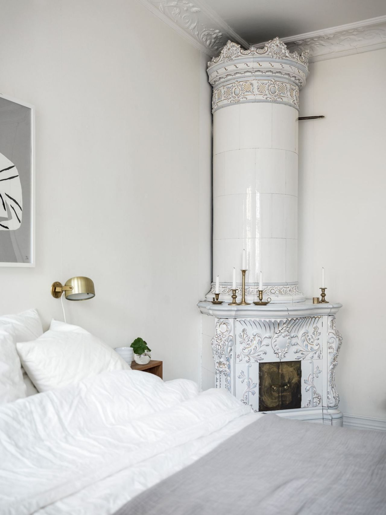 Brass scandi wall sconce bedroom via Kvarteret Makleri