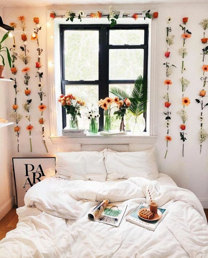 Flowers hanging on the wall via @Viktoria.Dahlberg