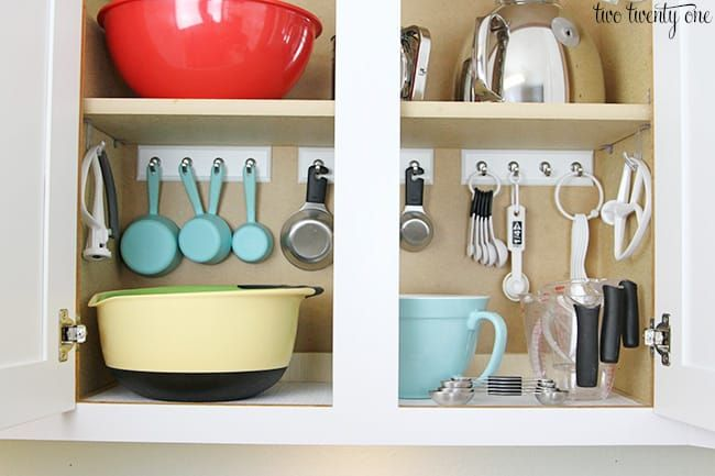 Key rail to hang measuring cups and spoons via Two Twenty One