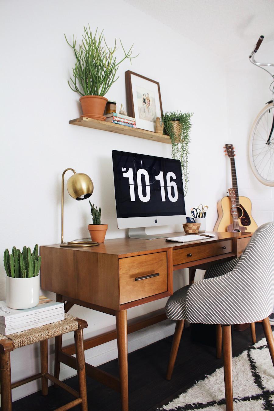 Mid-century modern office desk via New Darlings