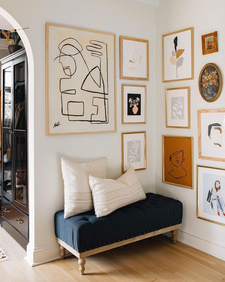 Neutral artwork on gallery wall via @rosemarieauberso