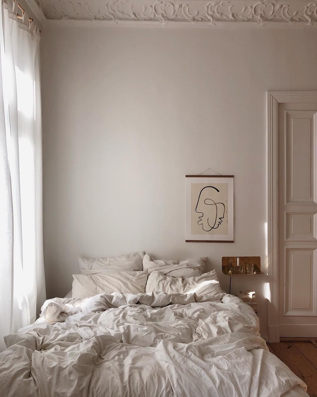 20 Dreamy Parisian Bedrooms