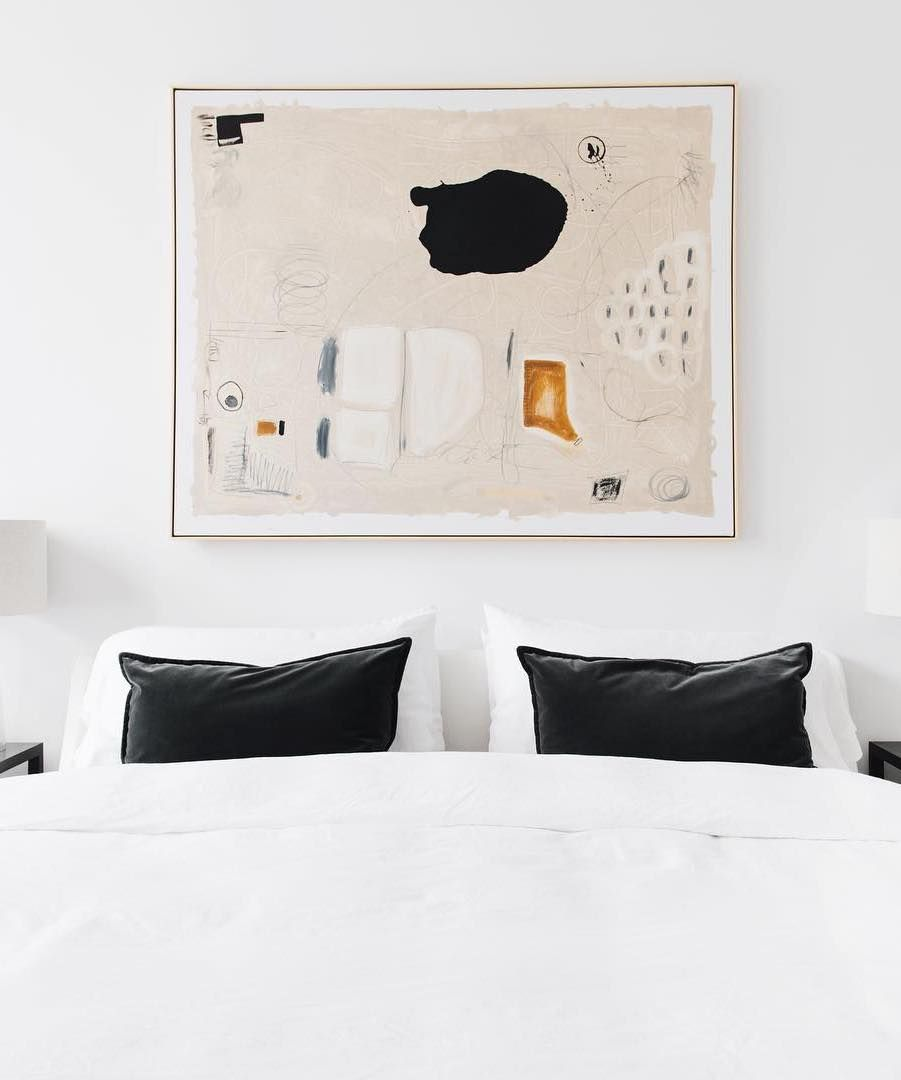 Large abstract art painting above the bed via @stofferphotographyinteriors