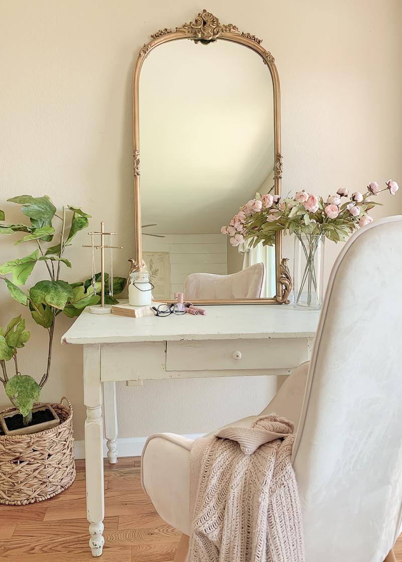 Bedroom vanity desk with Arhaus mirror via sarahjoyblog