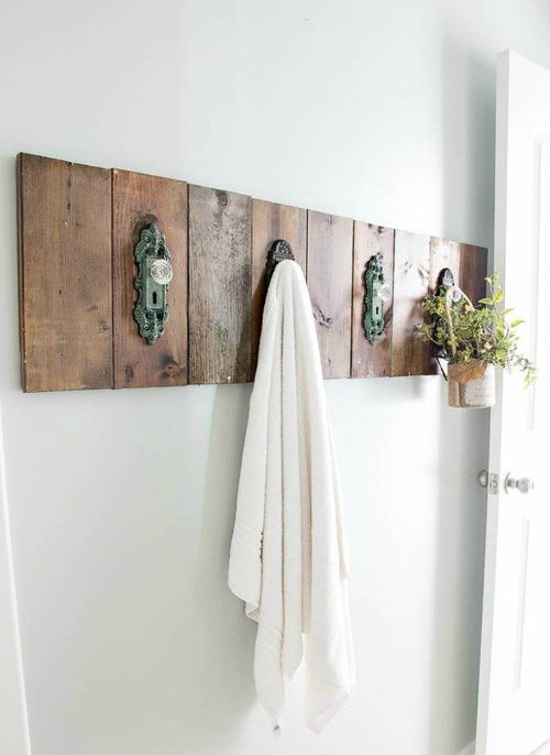 DIY Antique Door Knob Towel Rack via Blesserhouse