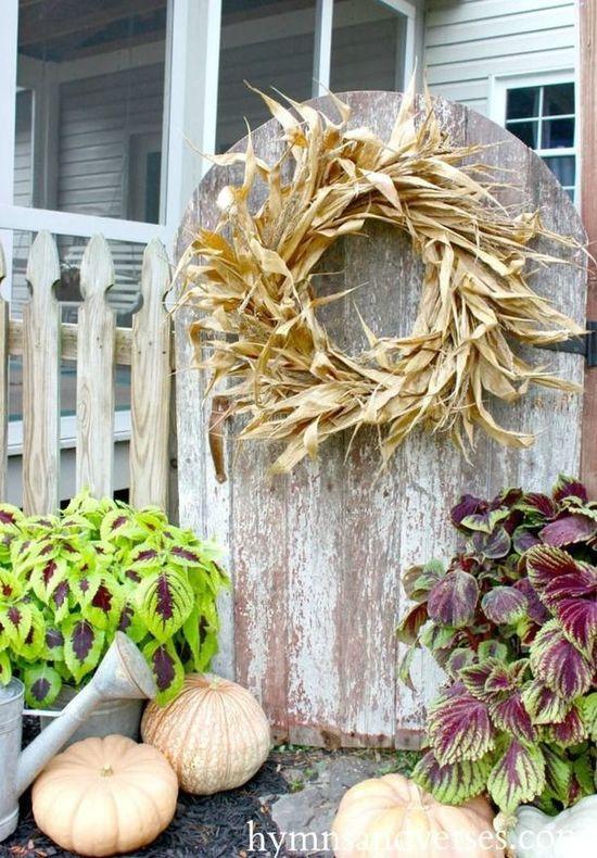 DIY Corn Husk Wreath via hymnsandverses