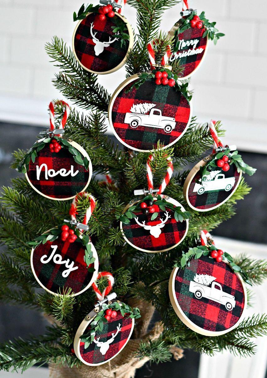 DIY Embroidery Hoop Christmas Ornaments via hip2save