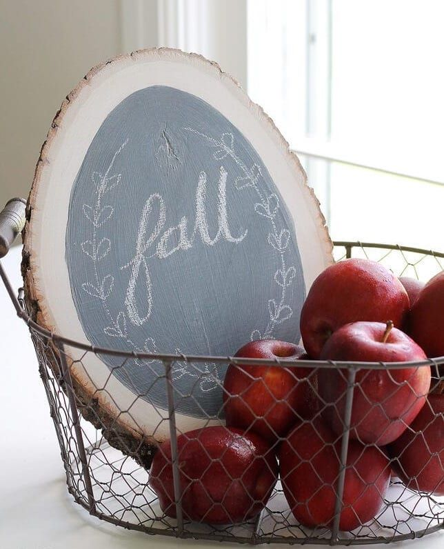 DIY Fall Chalkboard Sign via iheartnaptime