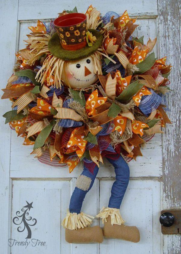 DIY Fall Scarecrow Wreath via trendytree
