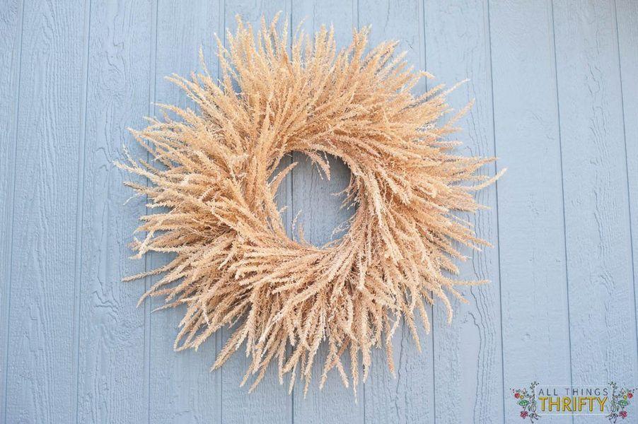 DIY Fall wreath from corn tassels via allthingsthrifty