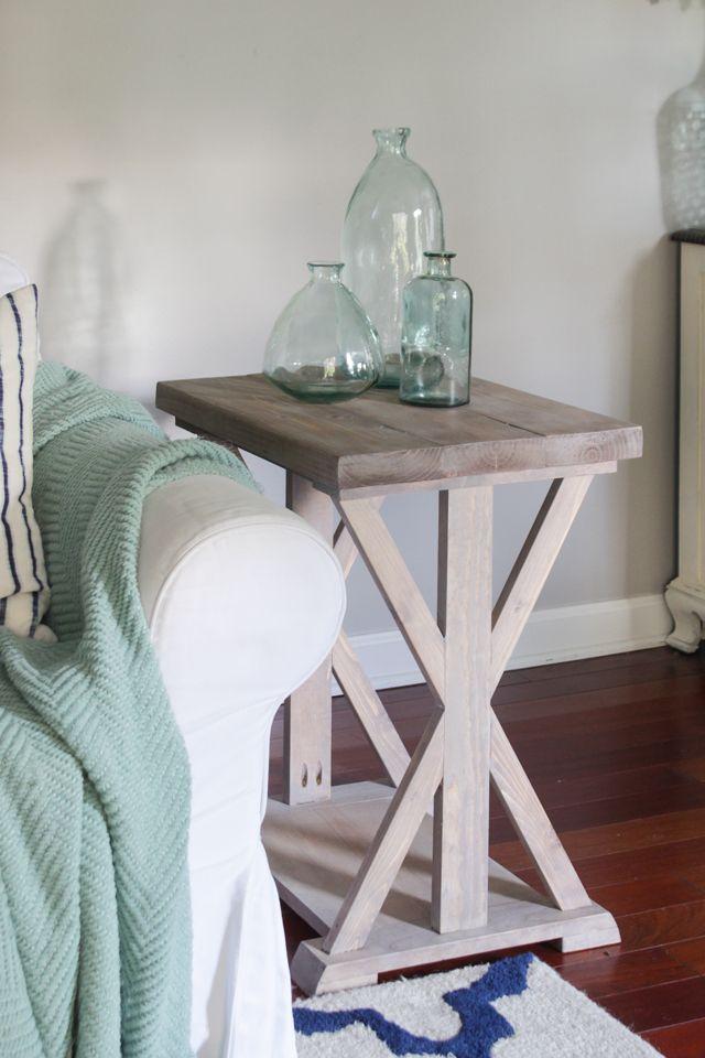 DIY Farmhouse End Table via buildsomething and shadesofblueinteriors