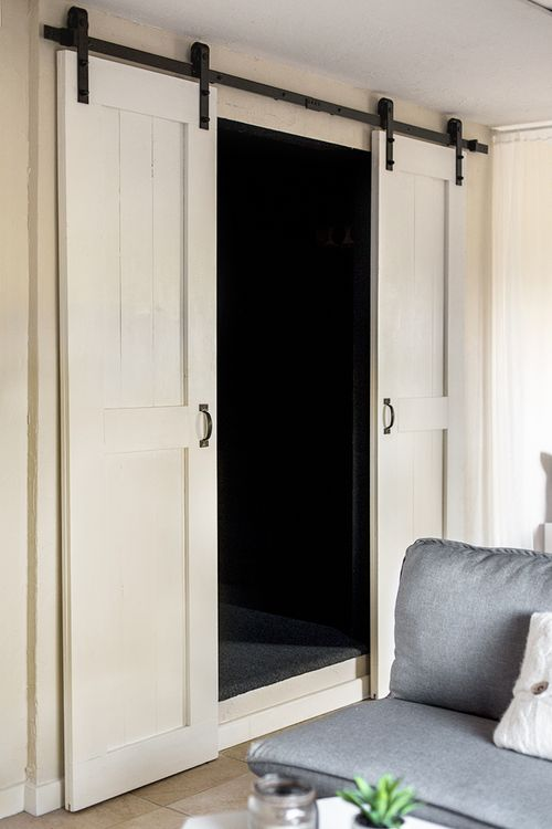 DIY Farmhouse Interior Barn Doors via jennasuedesign