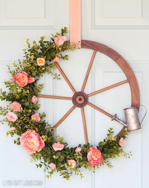 DIY Farmhouse Wagon Wheel Wreath via Lydioutloud